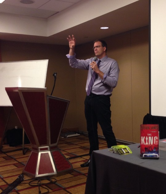Steven James leading a workshop about organic writing at ThrillerFest VIII.