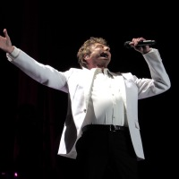 Manilow Lights Up LA