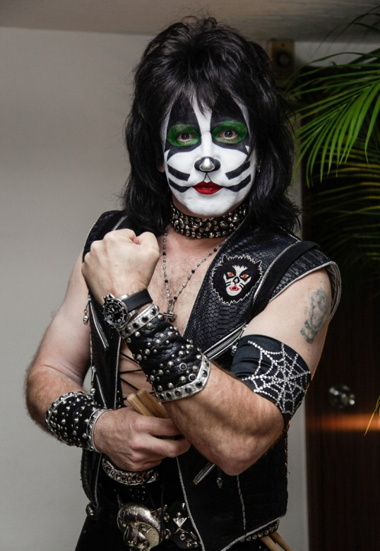Ball-watch-kiss-eric-singer-1