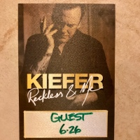 Kiefer Sutherland: Sharing A Song And A Drink